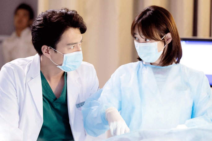 Surgeons had all the elements one would expect in a respectable medical drama but the writer was able to keep all three elements (romance, patient stories, ...